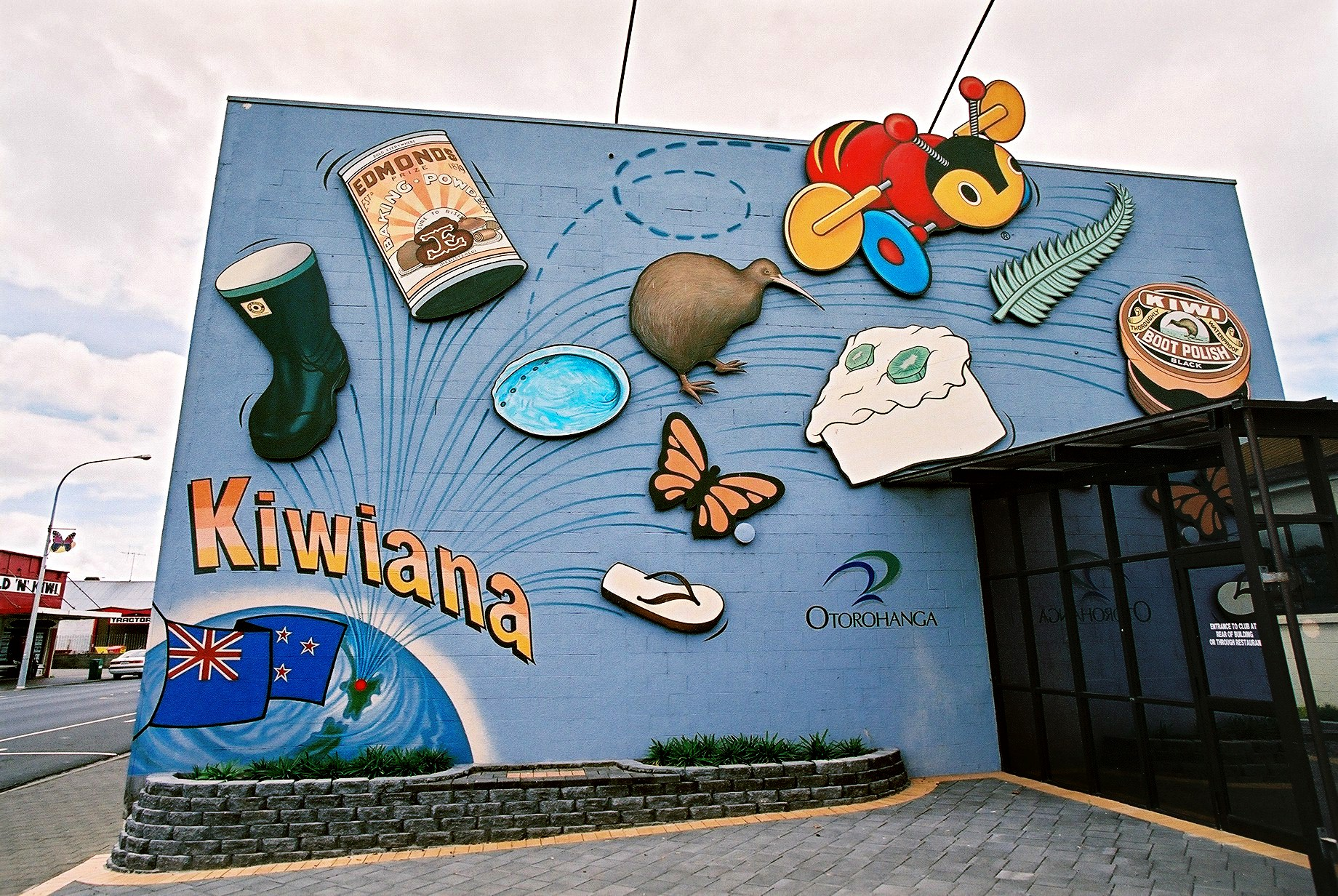 Kiwiana wall,  Otorohanga, New Zealand