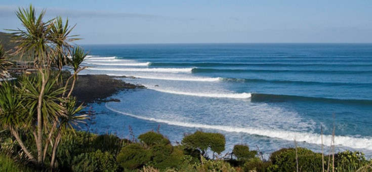 Left hand surf break, Raglan, New Zealand.jpg