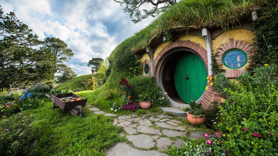 hobbiton movie set middle earth movie magic hamilton waikato