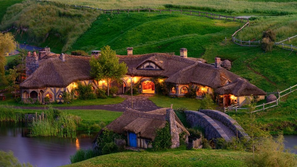 Hobbiton Movie Set, The Green Dragon external, Hamilton, NZ.jpg