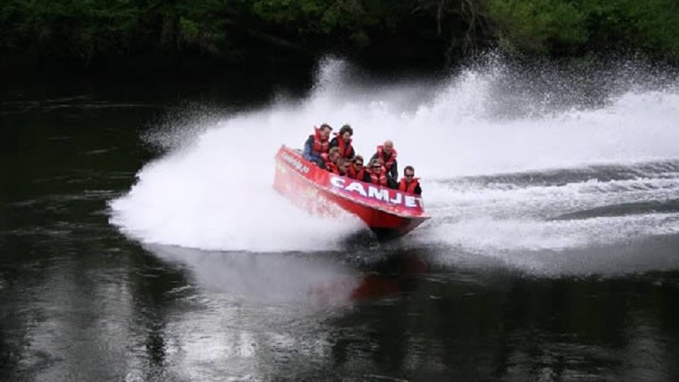 CamJet in action on river, Cambridge, New Zealand.jpg
