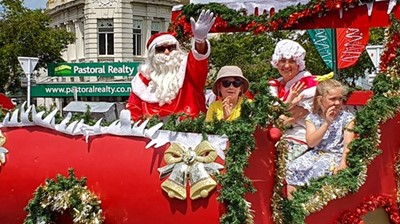 New World Cambridge Christmas Parade, Family Entertainment, Cambridge, Waikato