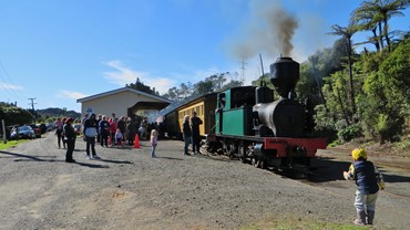 Peckett 1630 resting at Pukemiro Junction after pulling the surrounding passengers up the hill