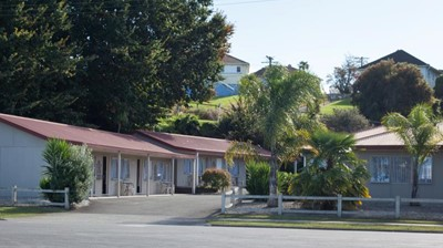 Motel Te Kuiti / Road side view